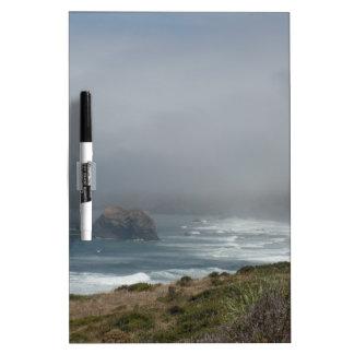Schöne Kalifornien-Küsten-Landschaft durch den Whiteboards