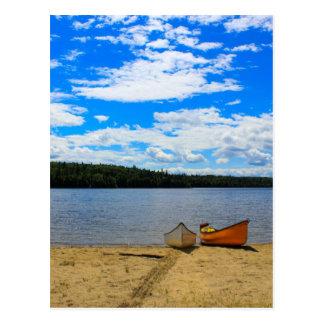 Schöne Landschaft - Kanus und See Postkarte