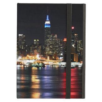 Schöne New- Yorknachtlichter, die Fluss