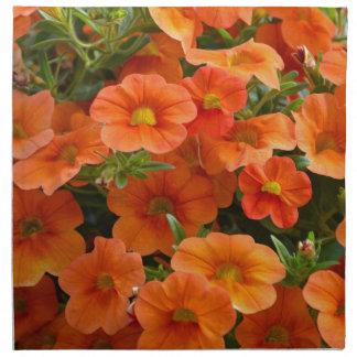 Schöne orange Petunie-Blumen Stoffserviette