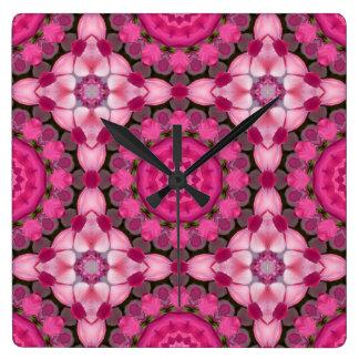 Schöne rosa Blüten, Natur-Mandala Quadratische Wanduhr