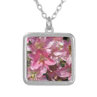 Schöne rosa Lilien Versilberte Kette