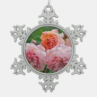 Schöne rosa Rosen Schneeflocken Zinn-Ornament