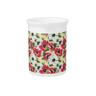 Schöne rote und weiße Mohnblumen auf Sahnegelb Getränke Pitcher