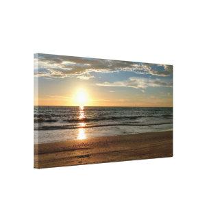 Schöne Sonnenuntergang-Strand-Gewohnheit sortiert Leinwanddruck