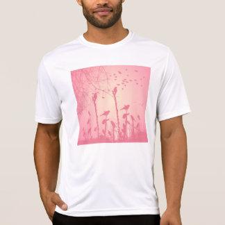 Schöne Vögel im rosa Sonnenuntergang T-Shirt