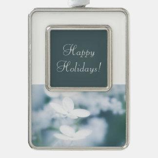 Schöne weiße Hydrangeablüten. Addieren Sie Text Rahmen-Ornament Silber