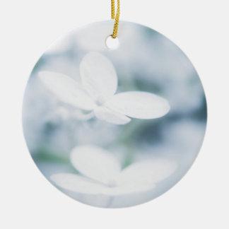 Schöne weiße Hydrangeablüten Keramik Ornament