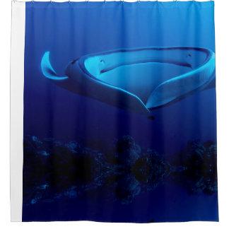 Schöner blauer riesiger Mantarochen Duschvorhang