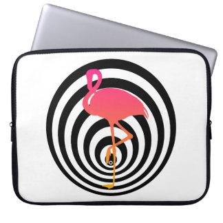 Schöner Flamingo in den Kreisen Laptopschutzhülle