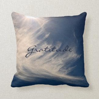 Schöner Himmel u. Dankbarkeit inspiriert Kissen