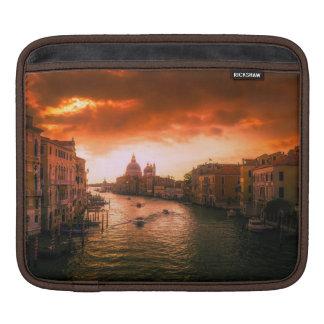Schöner historischer Venedig-Kanal, Italien iPad Sleeve