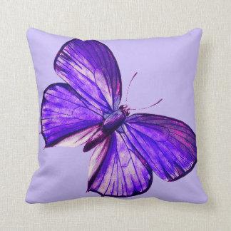 Schöner lila Schmetterling Kissen