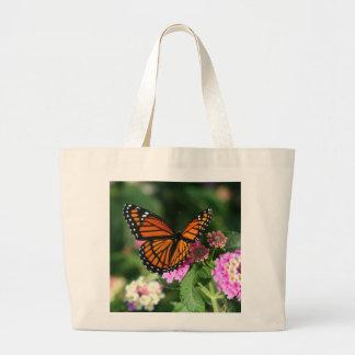 Schöner Monarch-Schmetterling auf Lantana-Blume Jumbo Stoffbeutel