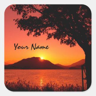 Schöner ruhiger orange Sunset See-Berg Quadratischer Aufkleber