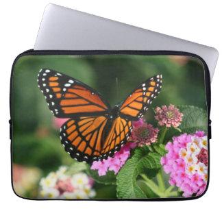Schöner Schmetterling auf Lantana-Blume Laptopschutzhülle