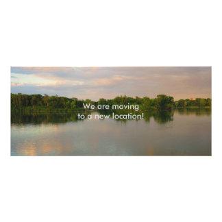 Schöner See am Sonnenuntergang Werbekarte