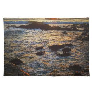 Schöner Sonnenuntergang über dem Meer Tischset