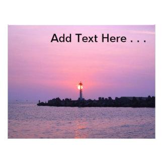Schöner Sonnenuntergang über Ozean mit Pier Vollfarbige Flyer