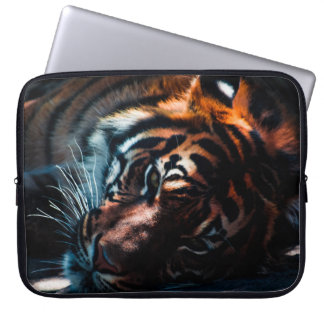 Schöner Tiger, der auf seiner Seitenlaptop-Tasche Laptop Sleeve Schutzhüllen