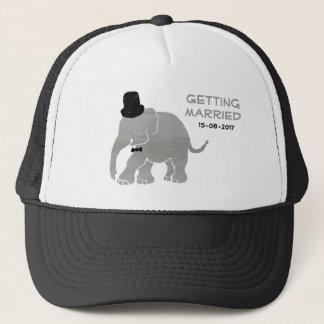 Schöner Vintager Elefant-Bräutigam mit Zylinder Truckerkappe