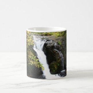 Schöner Wasserfall Kaffeetasse