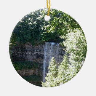 Schöner Wasserfall Rundes Keramik Ornament