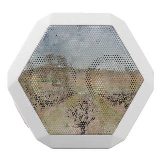 Schöner Weinberg im Frühjahr Weiße Bluetooth Lautsprecher
