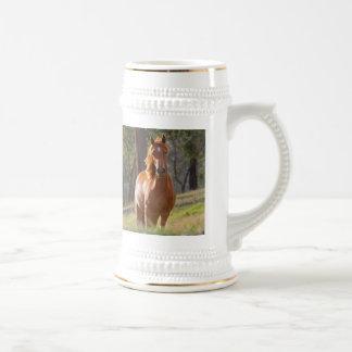 Schönes KastanienpferdeFotoporträt, Geschenk Bierglas