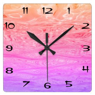 Schönes lila rosa Ozean-Wellen-Fantasie-Muster Quadratische Wanduhr