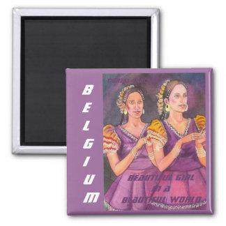Schönes Mädchen in einer schönen Welt, Belgien Mag Quadratischer Magnet
