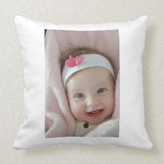 Schönes niedliches Baby-Mädchen Kissen