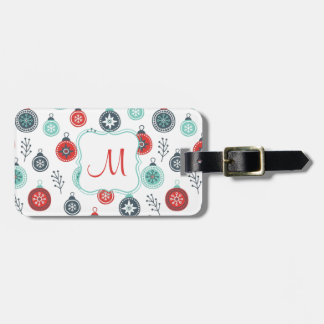 Schönes Pastellweihnachtshängende Bälle und Gepäckanhänger