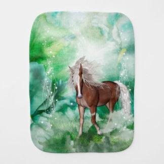 Schönes Pferd im Märchenland Baby Spucktuch