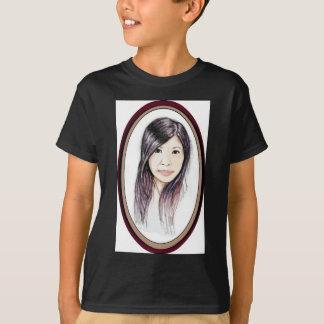 Schönes Porträt einer asiatischen Frau T-Shirt