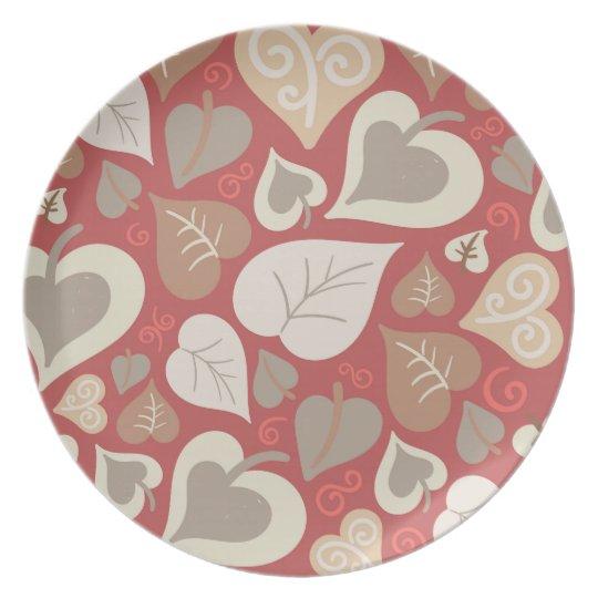schönes rotes Liebeherz-Blätter Teller