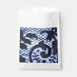 Schönes schwarzes Vintages Spitzegewebe detai Geschenktütchen