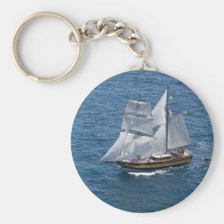 Schönes Segelboot Standard Runder Schlüsselanhänger