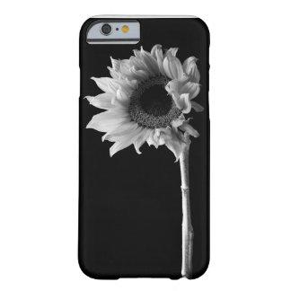 Schönes Sonnenblume-Porträt in Schwarzweiss Barely There iPhone 6 Hülle
