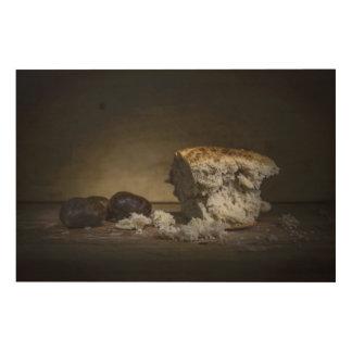 Schönes Stillleben des Brotes und der Trauben Holzwanddeko