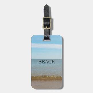 Schönes Strand-Glück mit leichter Welle Kofferanhänger