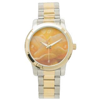 Schönheit einer Rose Painterly Armbanduhr