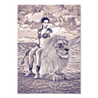Schönheit und Löwe Photo Drucke