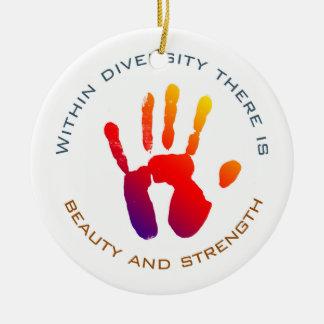 Schönheit und Stärke innerhalb des Diversity Keramik Ornament