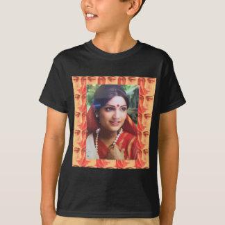 Schönheits-Kinomädchen des Bollywood T-Shirt