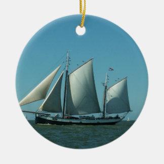 Schooner in Meer Keramik Ornament