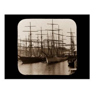 Schooners im Hafen-magische Laternen-Dia Postkarte