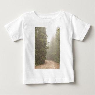 Schotterweg-Herausforderung in den Nebel Baby T-shirt