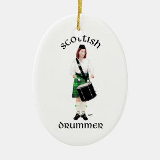 Schottischer Schlagzeuger - grüner Kilt Keramik Ornament