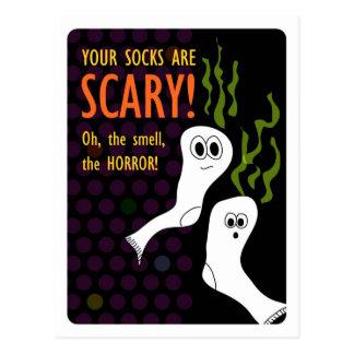 Schrecklich stinkende Halloween-Socken Postkarte
